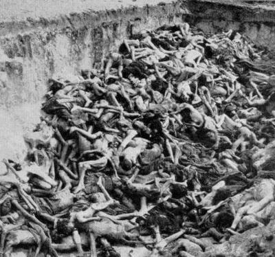 Holocaust_mass_grave_belsen_kuiks_19886